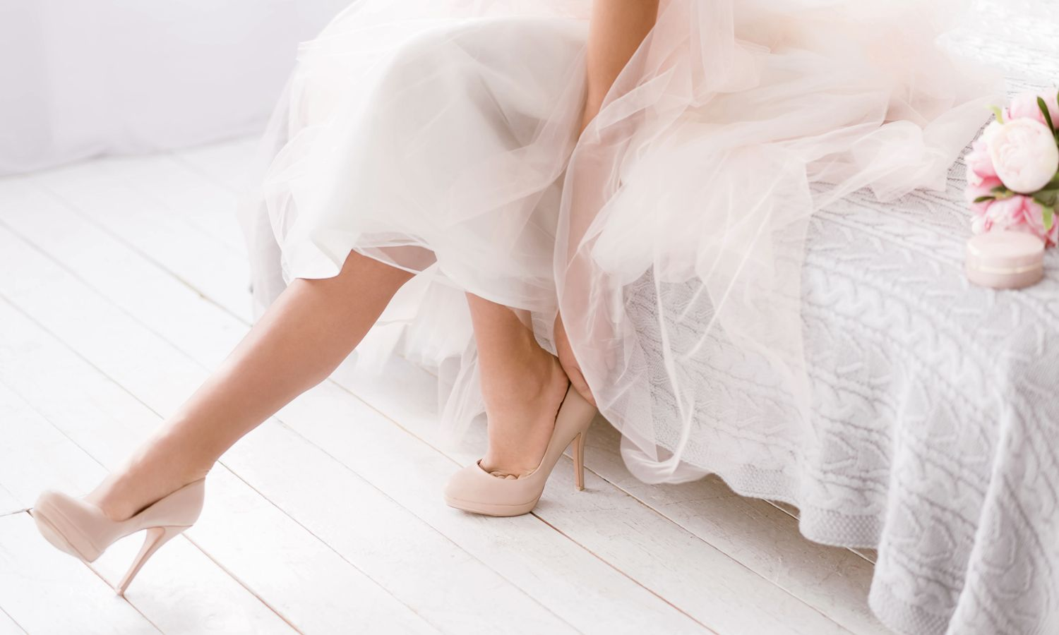 12 Classic Accessories For An All-White Wedding