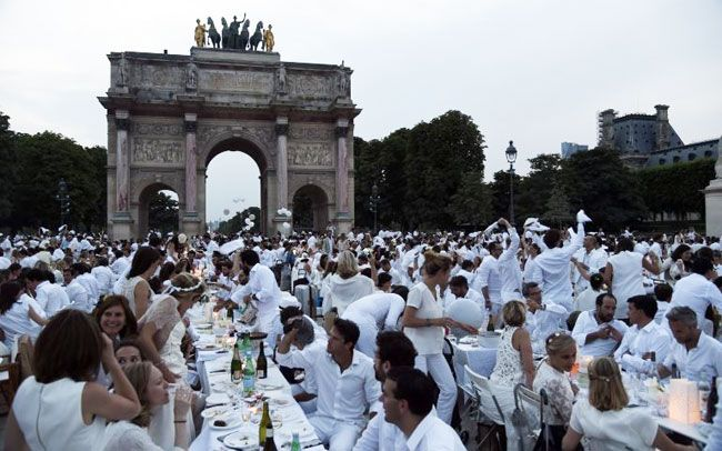 54c26721b56c2f Dinner in white: Thousands attend Paris 'chic picnic' | Singapore Tatler