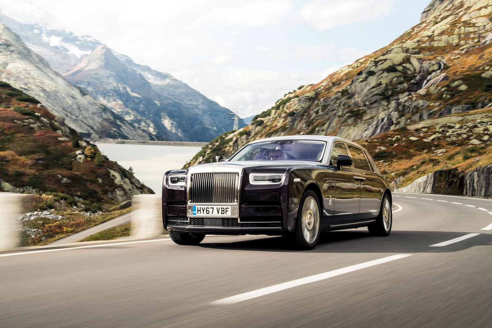 Le classiche linee Rolls-Royce sono sorprendentemente adatte al Cullinan, conferendole un aspetto meno formale che lo rende più attraente rispetto ai suoi fratelli nobili ai clienti con una famiglia o uno stile di vita più casual