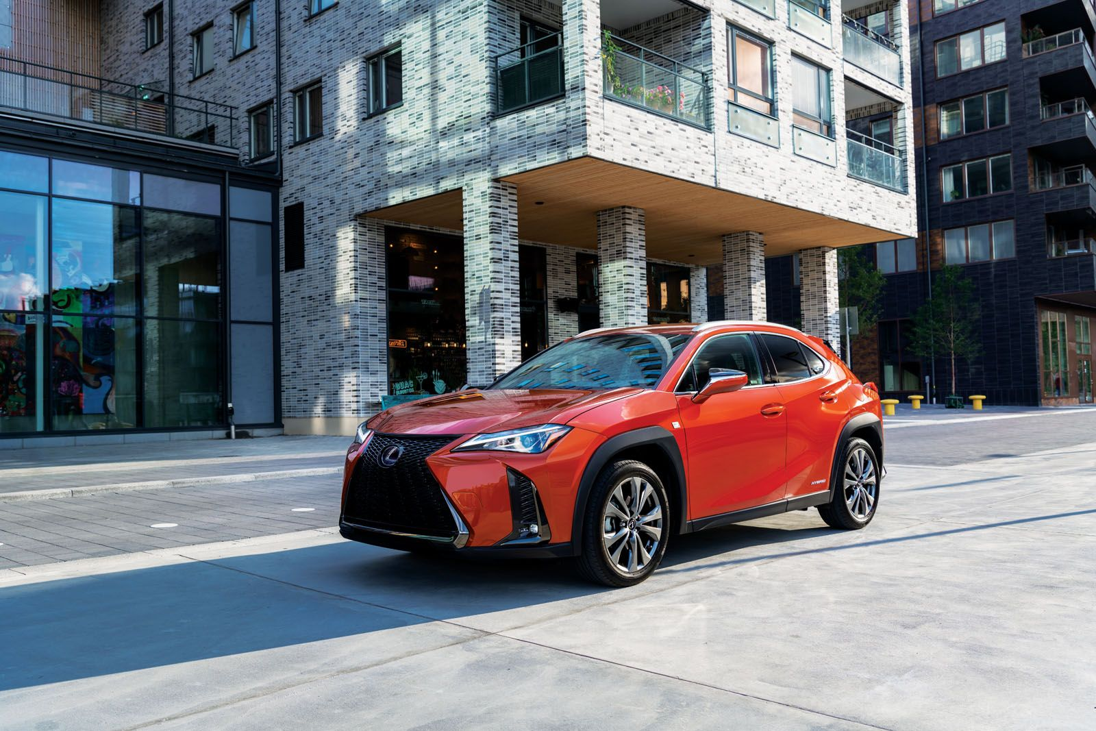 With a striking spindle grille, triple LED headlights and sharp creases, the Lexus UX is a fresh and crisp output of Japanese design