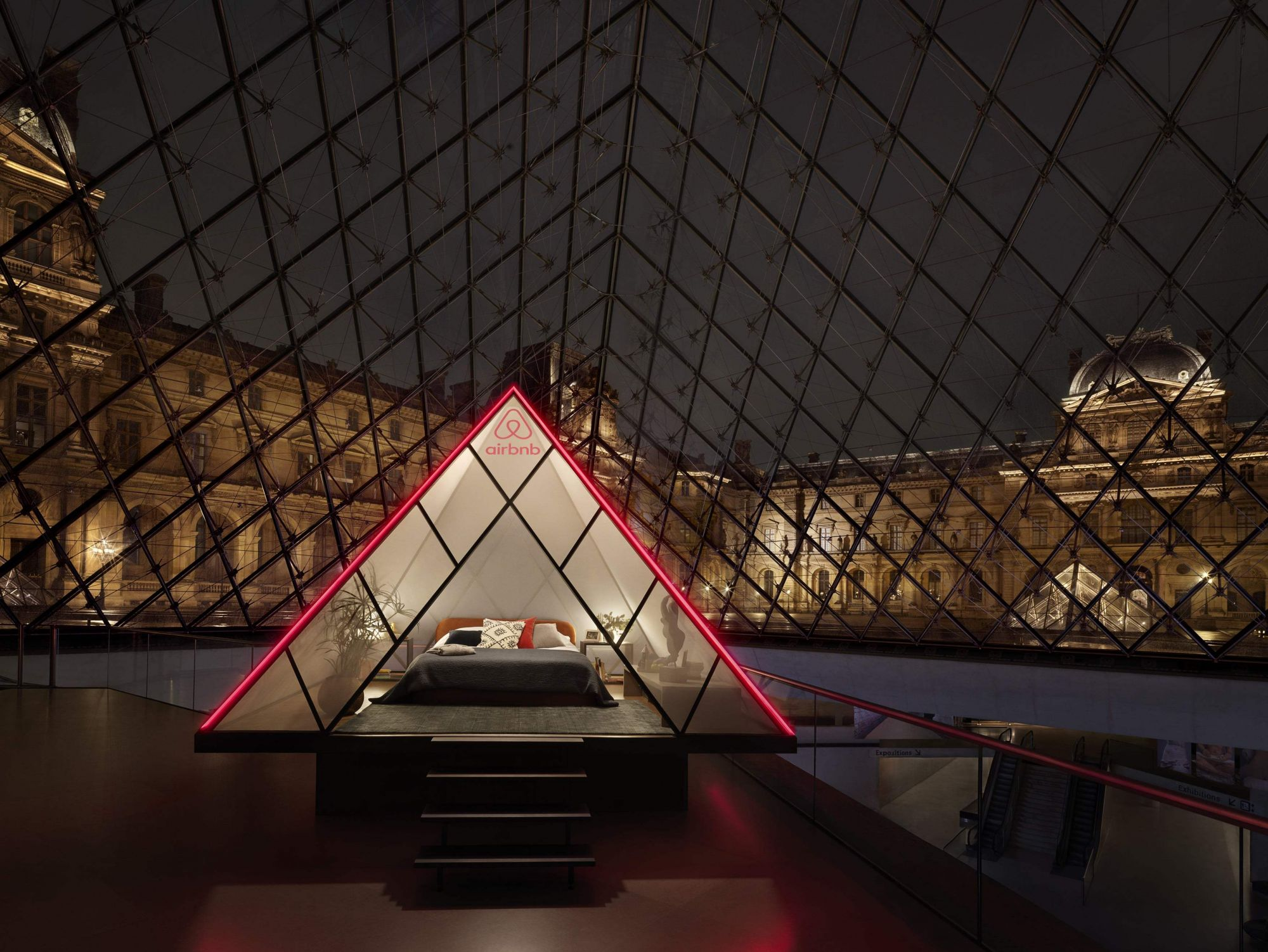 With Airbnb, the Louvre is setting up a bedroom beneath its pyramid on April 30