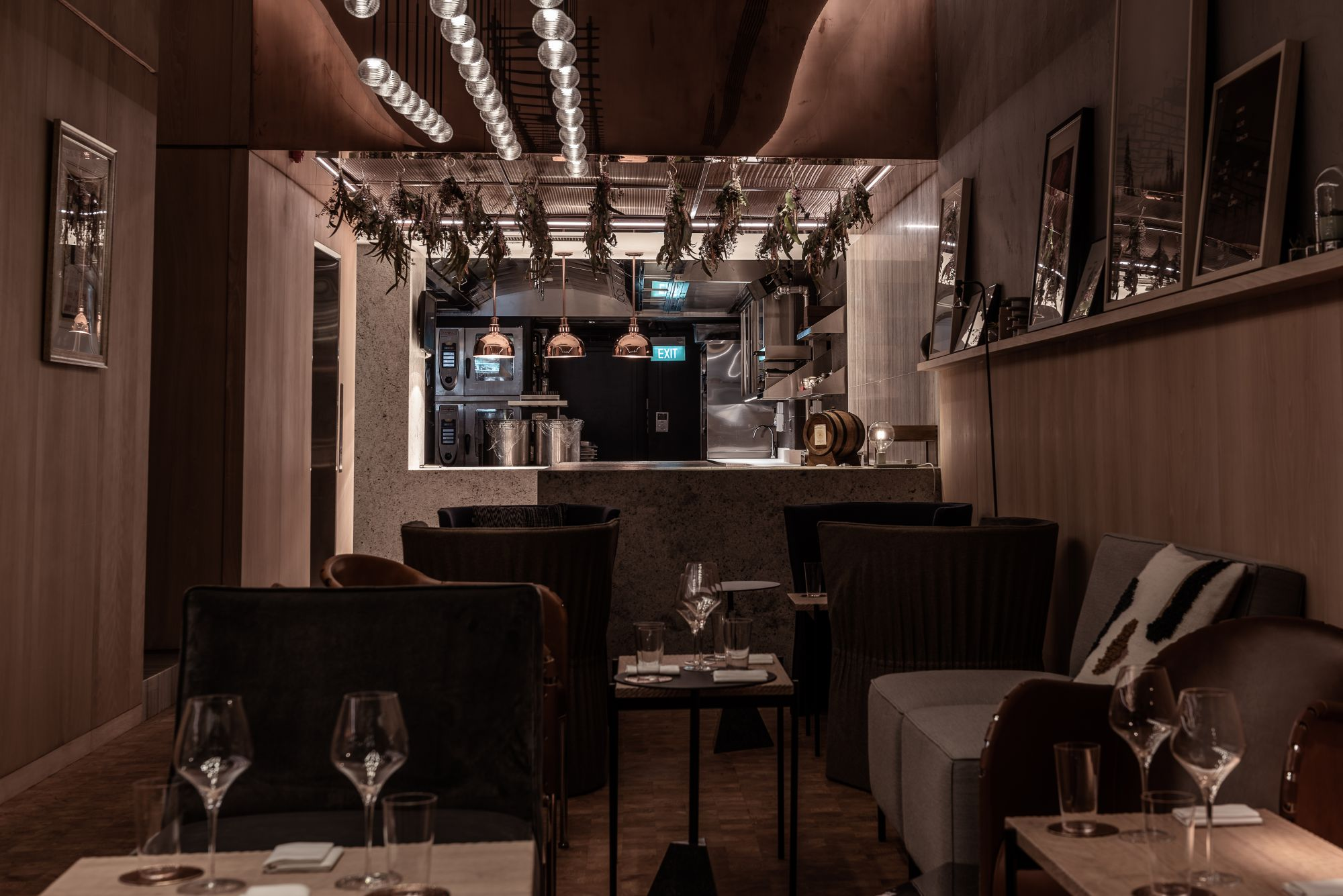 Review Restaurant Zen Redefines The Comforts Of Fine Dining