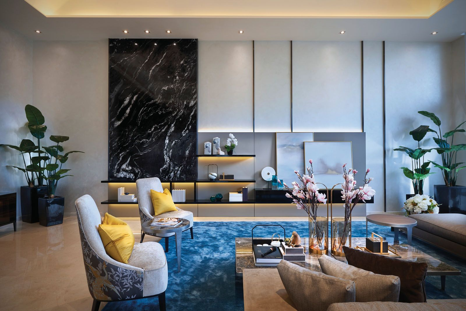 The beautiful veins of the marble feature wall echo the design of the abstract artworks displayed at the living area