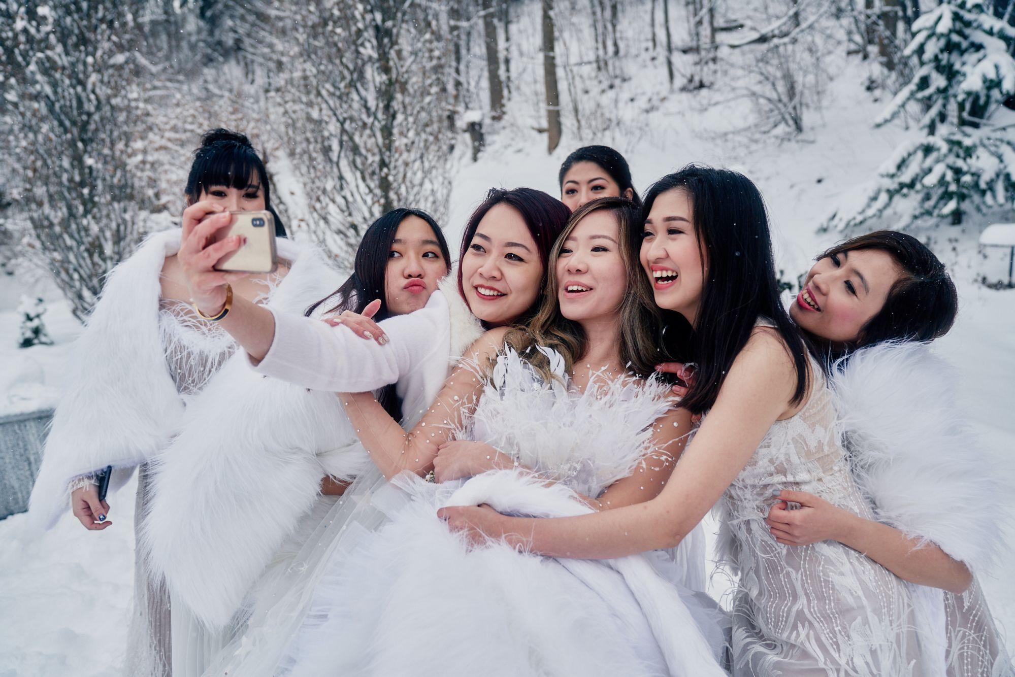 Victoria Venny Hartono, Chintara Diva Indrajaya, Ivana Agustin, Vica Natalia Nirwanda, Jessicacindy Hartono, Ellen Angelia Gunawan, Patrica Pangat