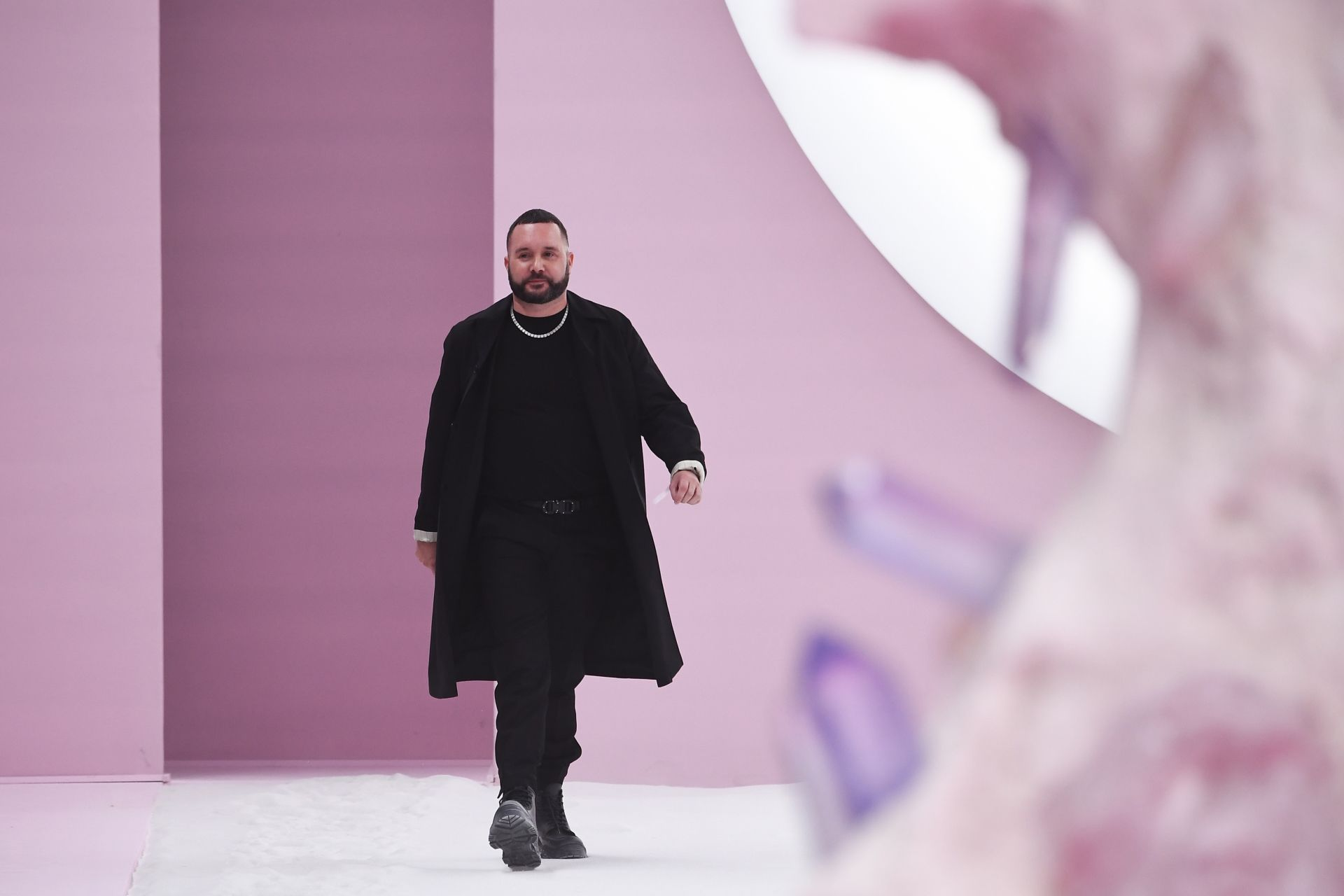 English fashion designer Kim Jones acknowledges the audience after the Dior Homme during the Men's spring/summer 2020 collection fashion show on June 21, 2019 in Paris. (Photo by Anne-Christine POUJOULAT / AFP)