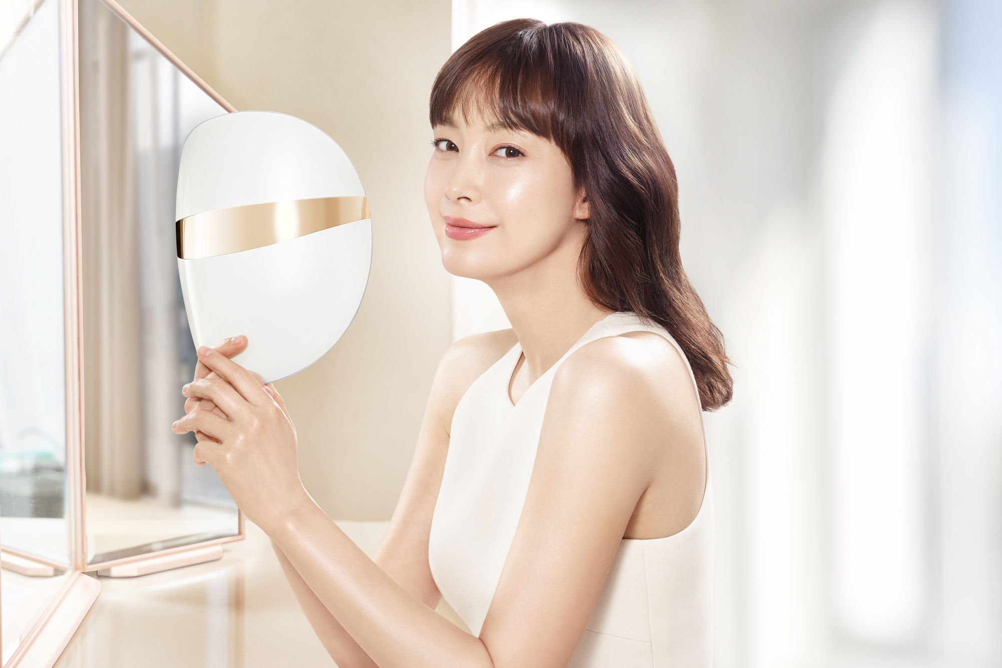 What Is Glass Skin? Here's How LG Pra.L's Derma LED Mask Can Help You Achieve It