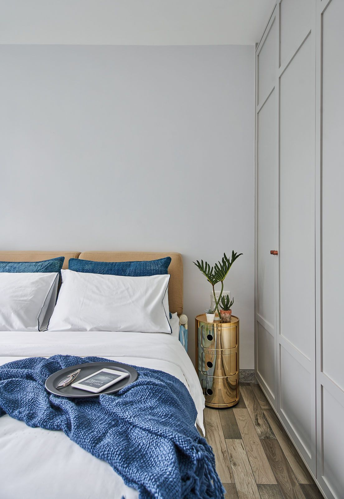 The metallic Kartell Componibili cabinet by Anna Castelli Ferrieri adds a beautiful sheen to the son's bedroom