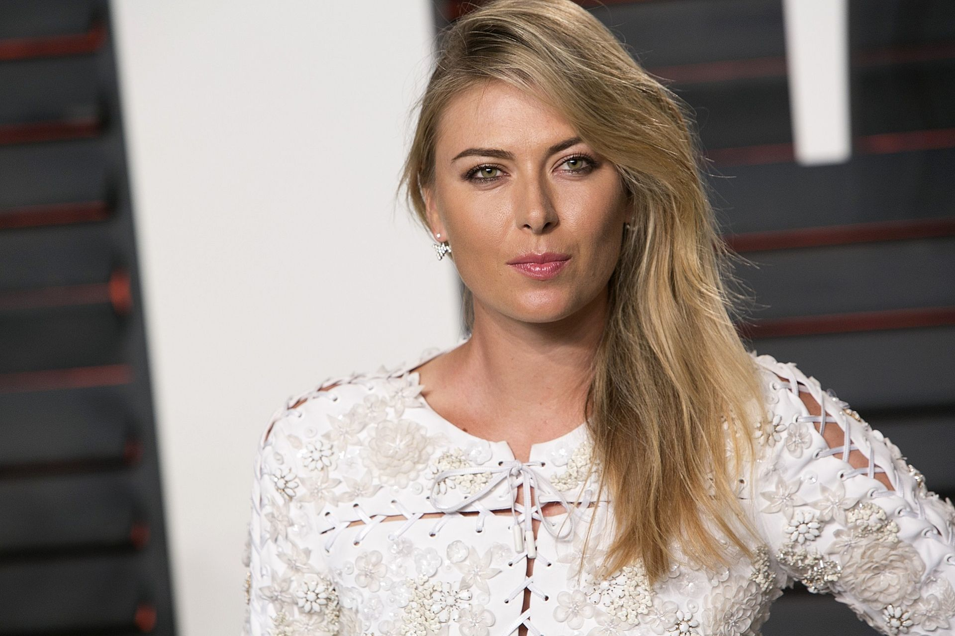 Russian tennis player Maria Sharapova poses as she arrives to the 2016 Vanity Fair Oscar Party in Beverly Hills, California on February 28, 2016. / AFP PHOTO / ADRIAN SANCHEZ-GONZALEZ