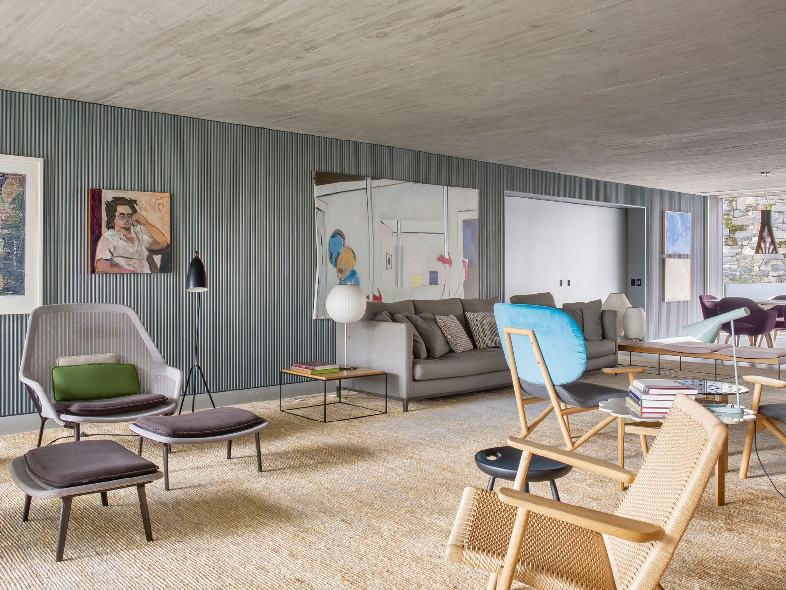 Furnishings in the living area include the Vitra Slow armchair by Ronan & Erwan Bouroullec and the Minotti Andersen Slim 103 sofa by Rodolfo Dordoni