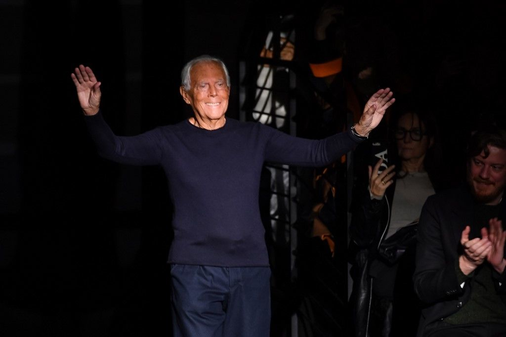 Italian fashion designer Giorgio Armani acknowledges applause following the presentation of Emporio Armani's Women Fall - Winter 2020 fashion collection on February 21, 2020 in Milan. (Photo by Andreas SOLARO / AFP)