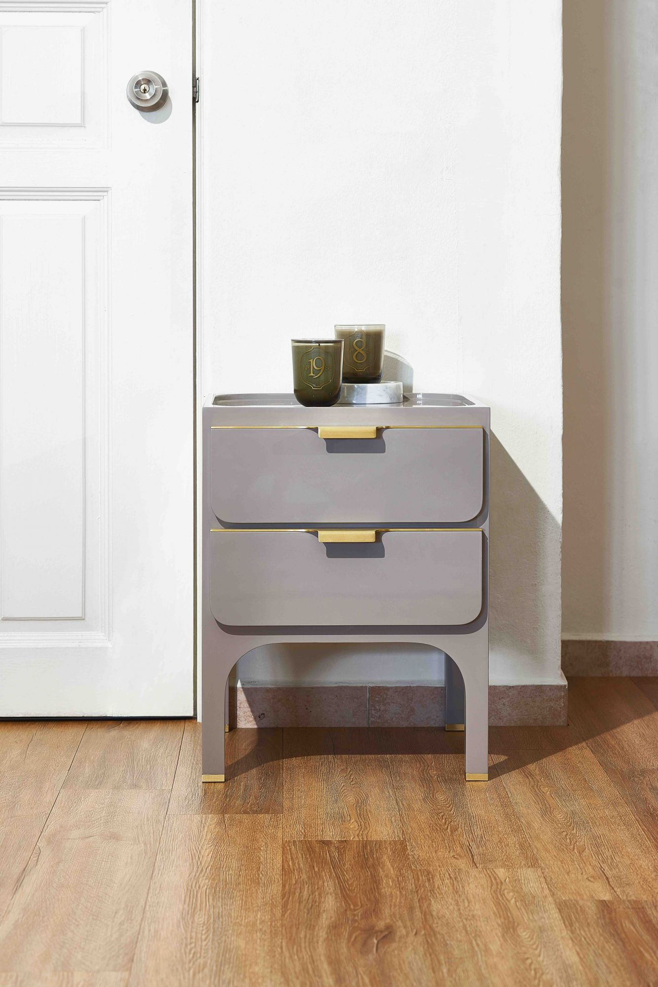brass adornments impart a sense of discreet luxury to the Scribe side table
