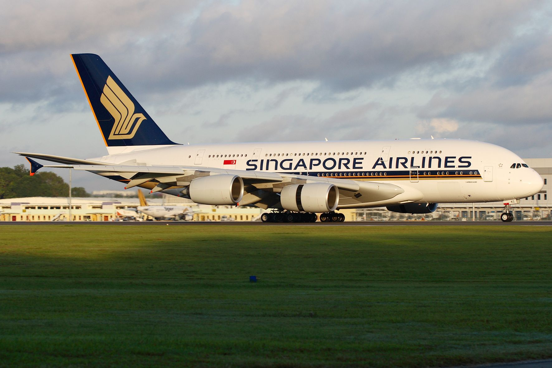 "Singapore Airlines Cancels ""Flights to Nowhere"" Plan to Offer In-Plane Dining, Meal Delivery, and Tours Instead"