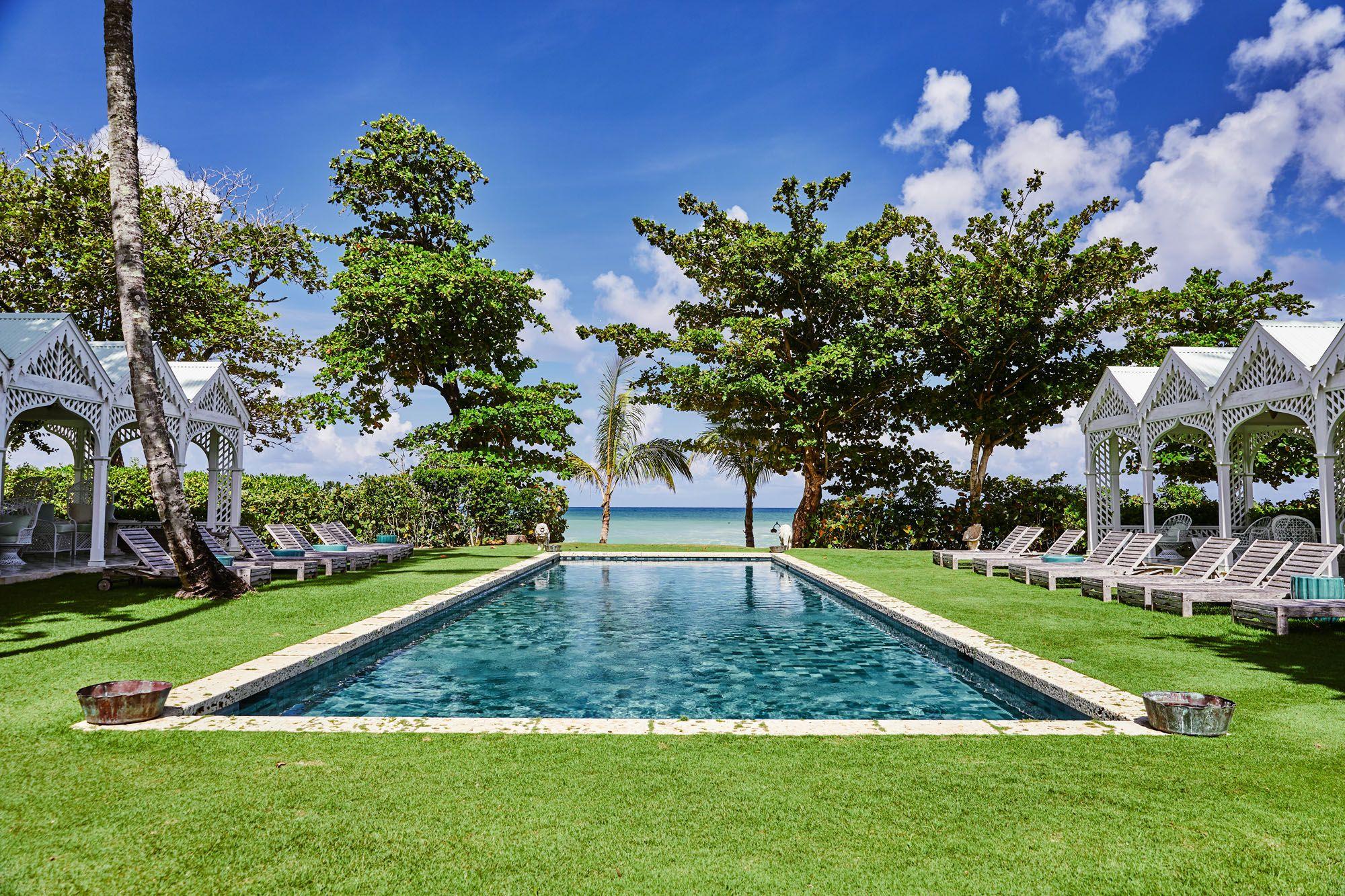 Playa Grande 海灘俱樂部的寬敞泳池。