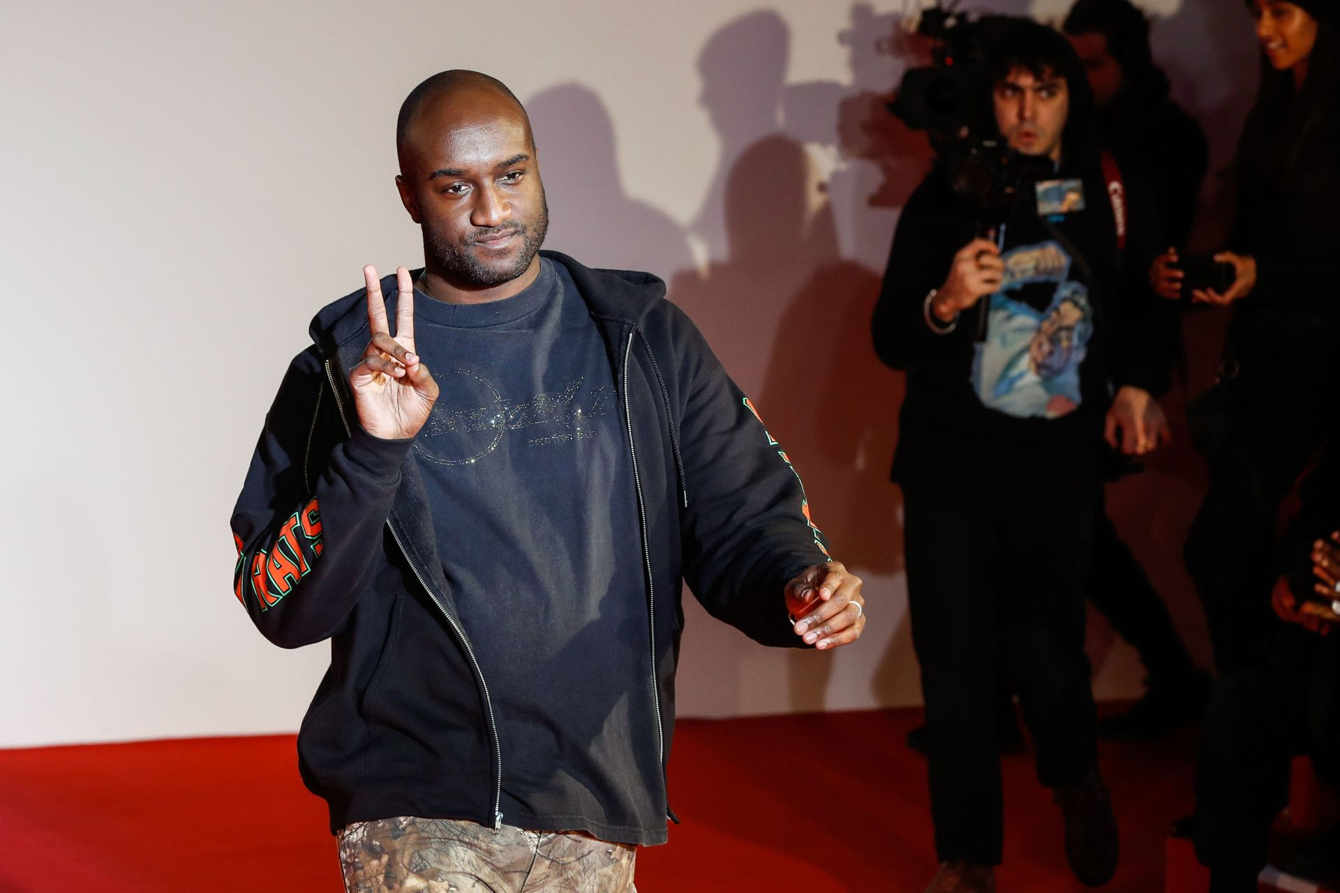 US fashion designer Virgil Abloh acknowledges applause following the presentation of the men's Fall/Winter 2018/2019 collection he designed for Off White, on January 17, 2018 in Paris.  / AFP PHOTO / FRANCOIS GUILLOT