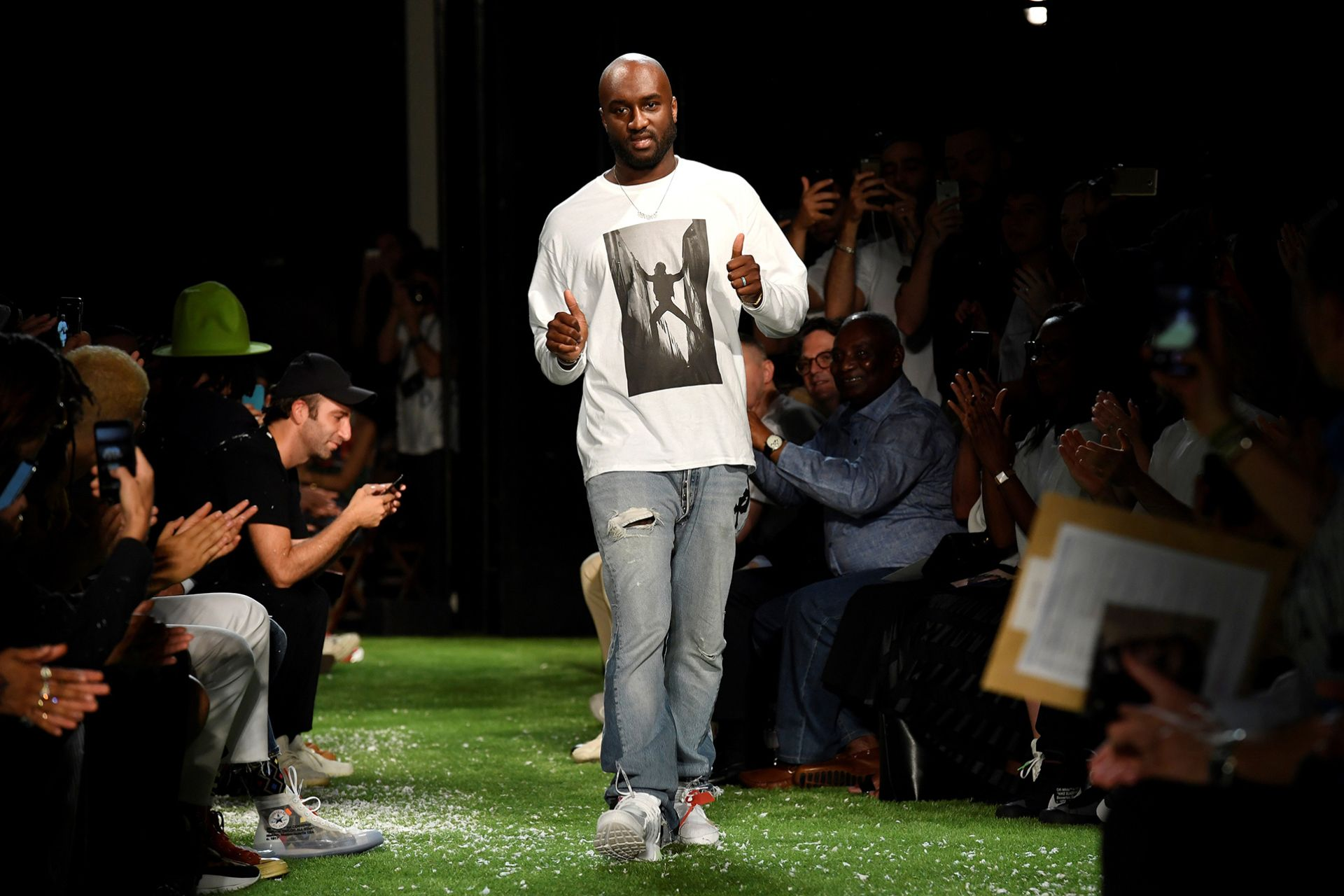 US designer Virgil Abloh from OFF-WHITE fashion house greets the audience during the men's spring/summer 2019 collection fashion show on June 20, 2018 in Paris.   / AFP PHOTO / BERTRAND GUAY