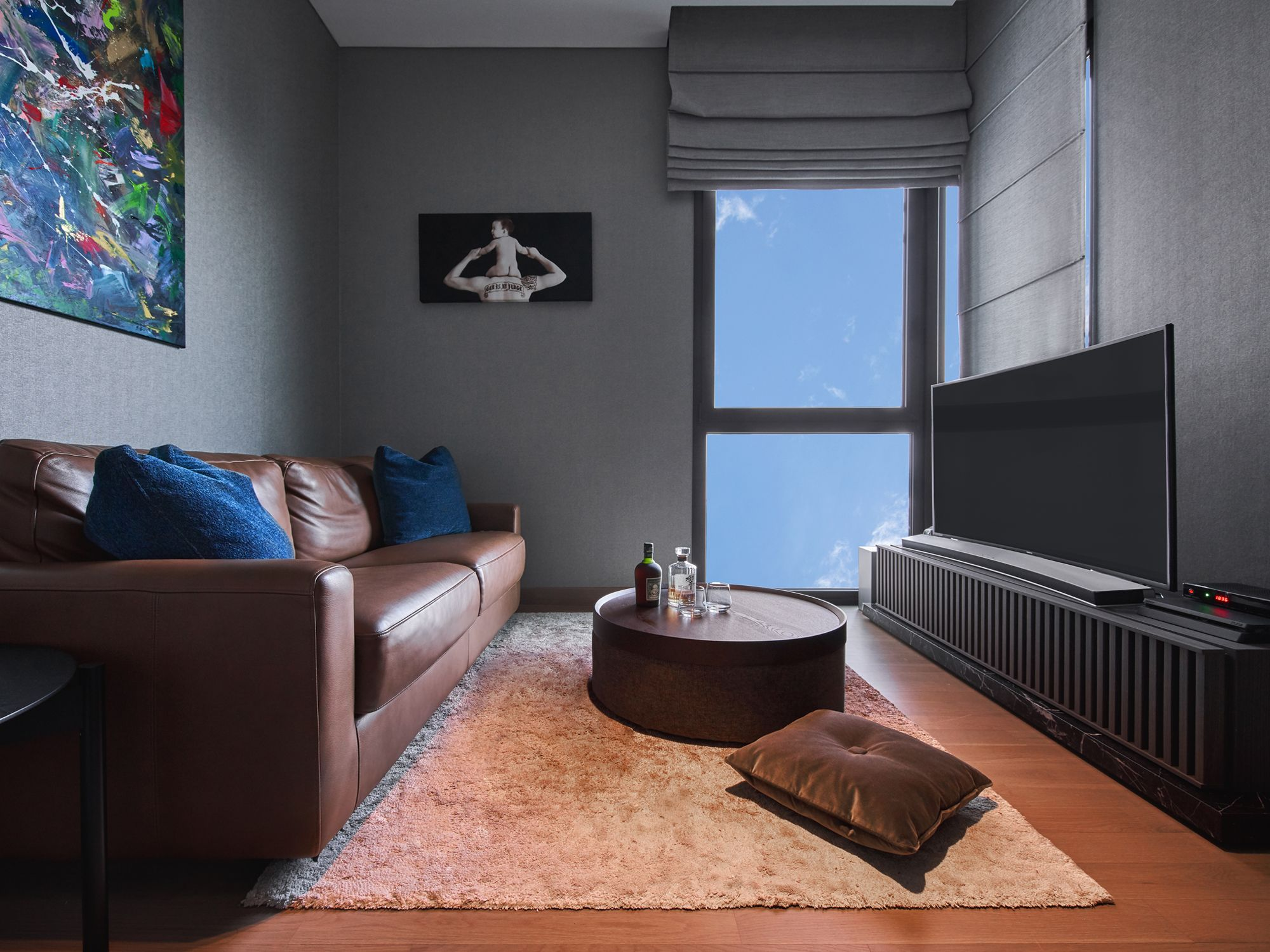 A mix of leather and other plush textures contributes to the cosy atmosphere in this lounge area