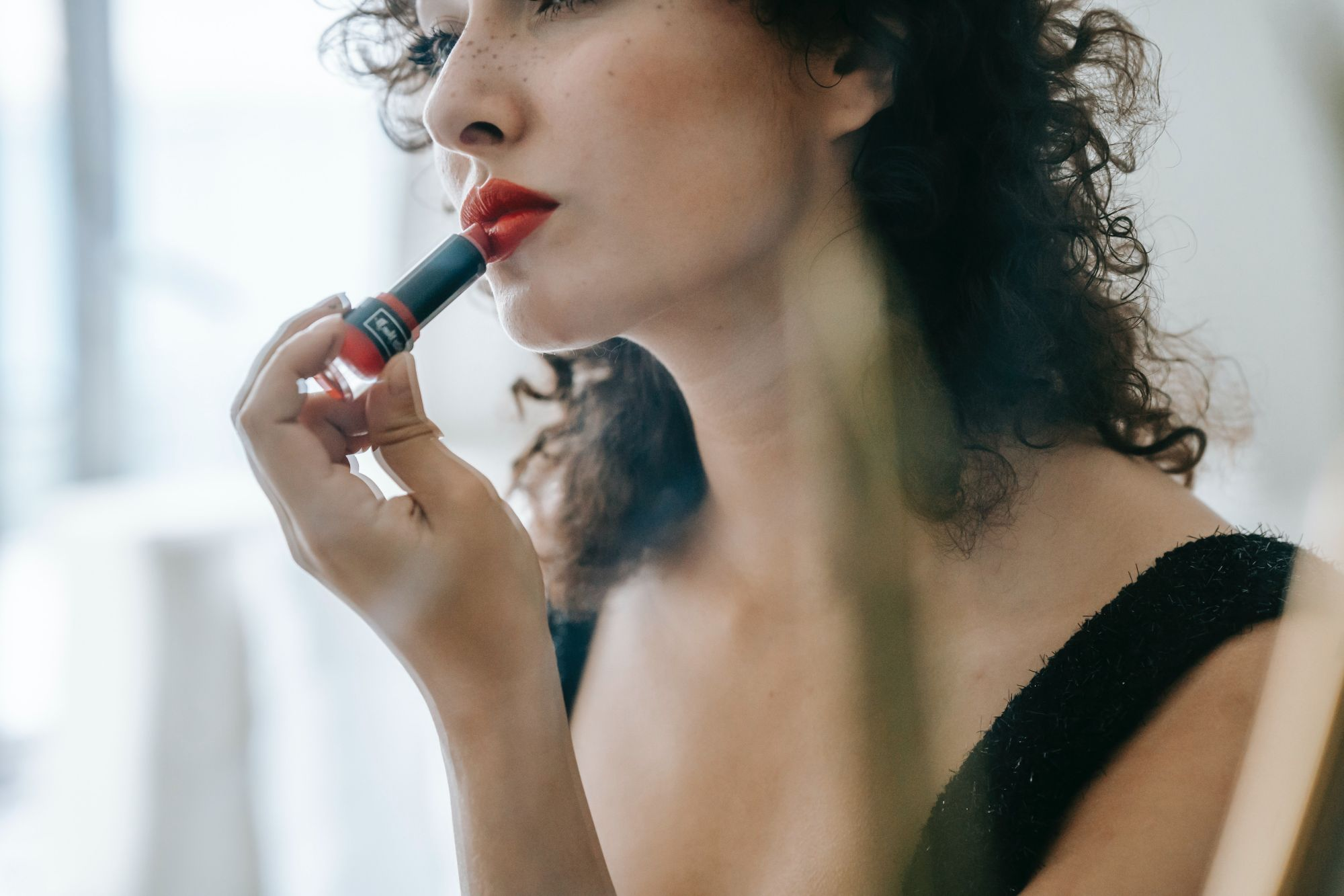 We're listing the best long-lasting lipsticks to wear under a face mask this season (Photo: Courtesy of Pexels)