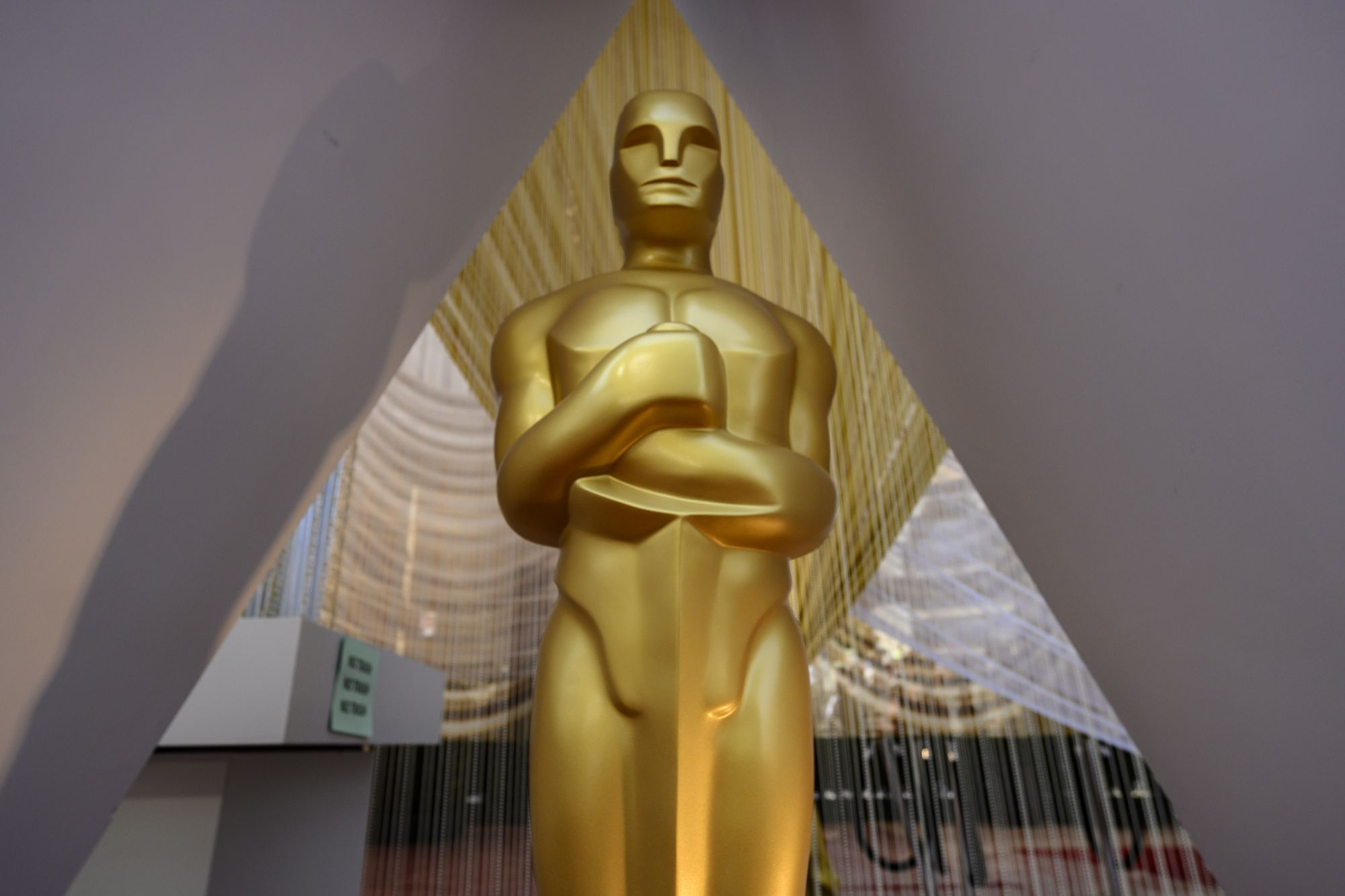 An Oscar statue is displayed on the red carpet on the eve of the 92nd Oscars at the Dolby Theatre in Hollywood, California on February 8, 2020. (Photo by Eric BARADAT / AFP)