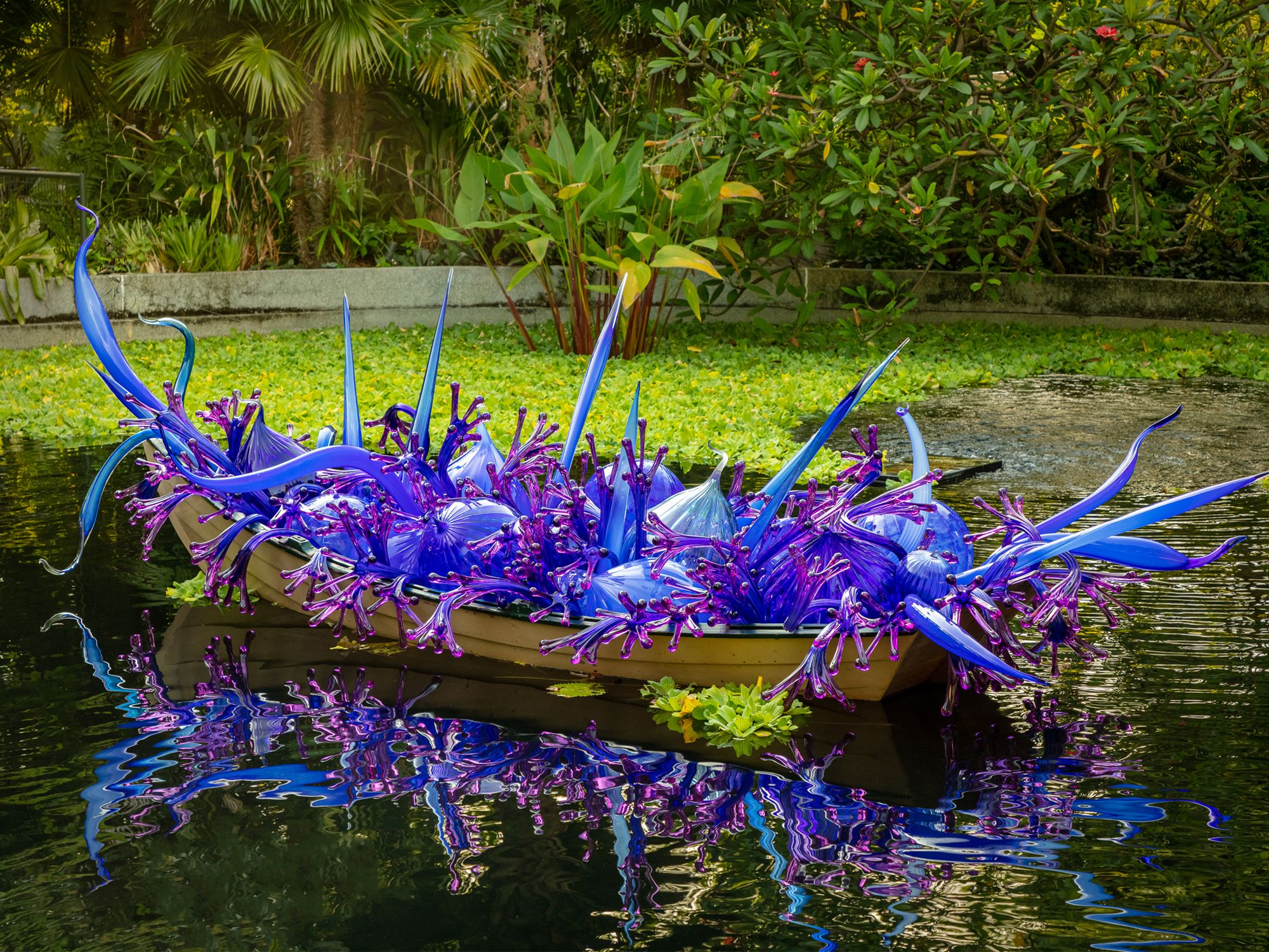 5 Highlights From the Dale Chihuly Exhibition at Gardens by the Bay