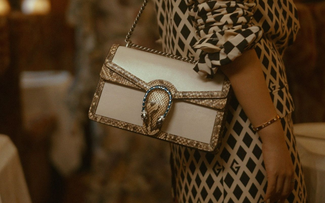 The Dionysus shoulder bag in white leather with a python trim
