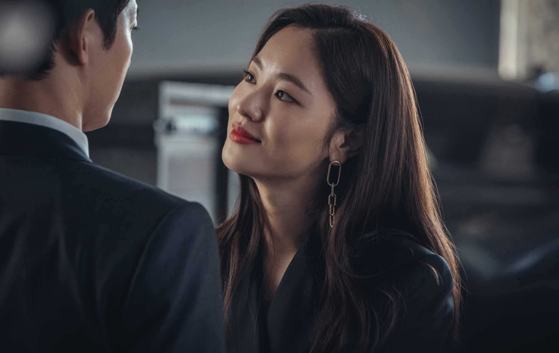 4 Easy Ways to Achieve Office-Appropriate Hairstyles Like Jeon Yeo-Bin in 'Vincenzo'