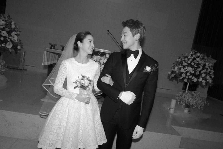 Kim Tae Hee and Rain during their 2017 wedding. Photo: Rain Company