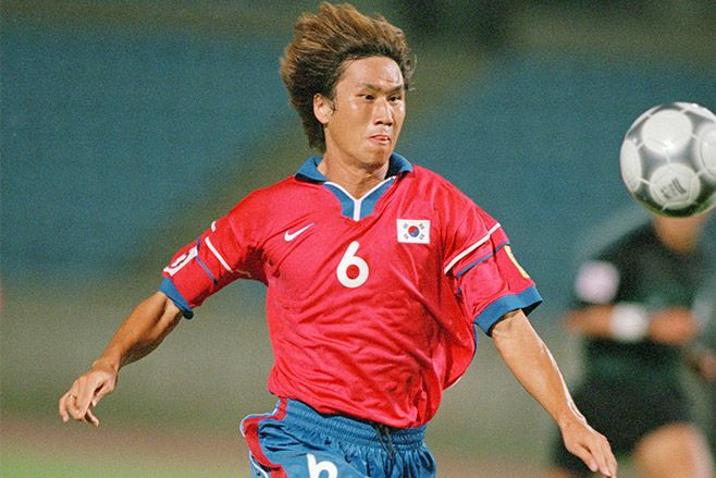 Yoo Sang-Chul of South Korea in action during the Lebanon 2000 Asian Cup. Photo: Ben Radford /Allsport