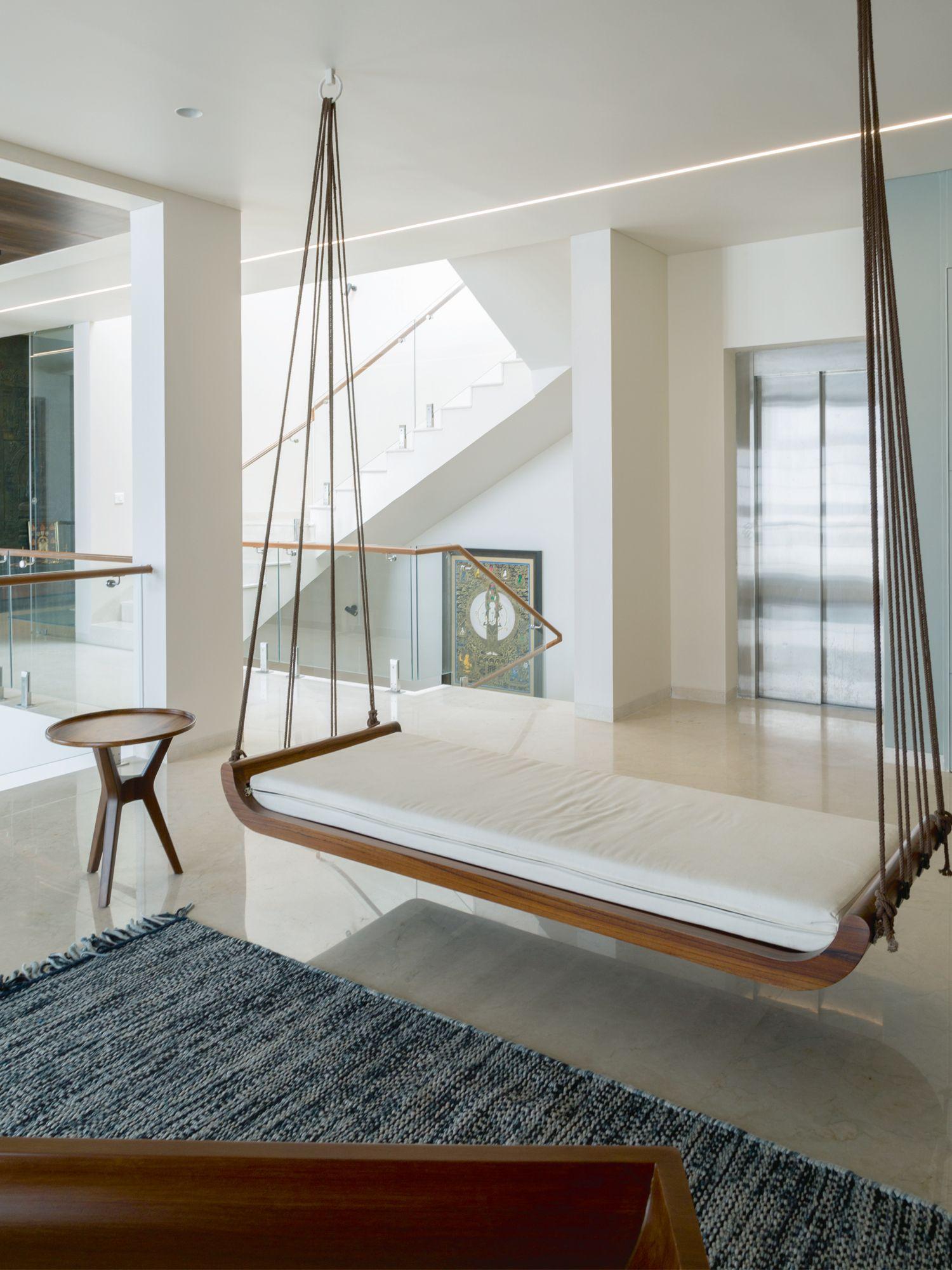 Installer une balançoire dans votre maison crée une ambiance ludique