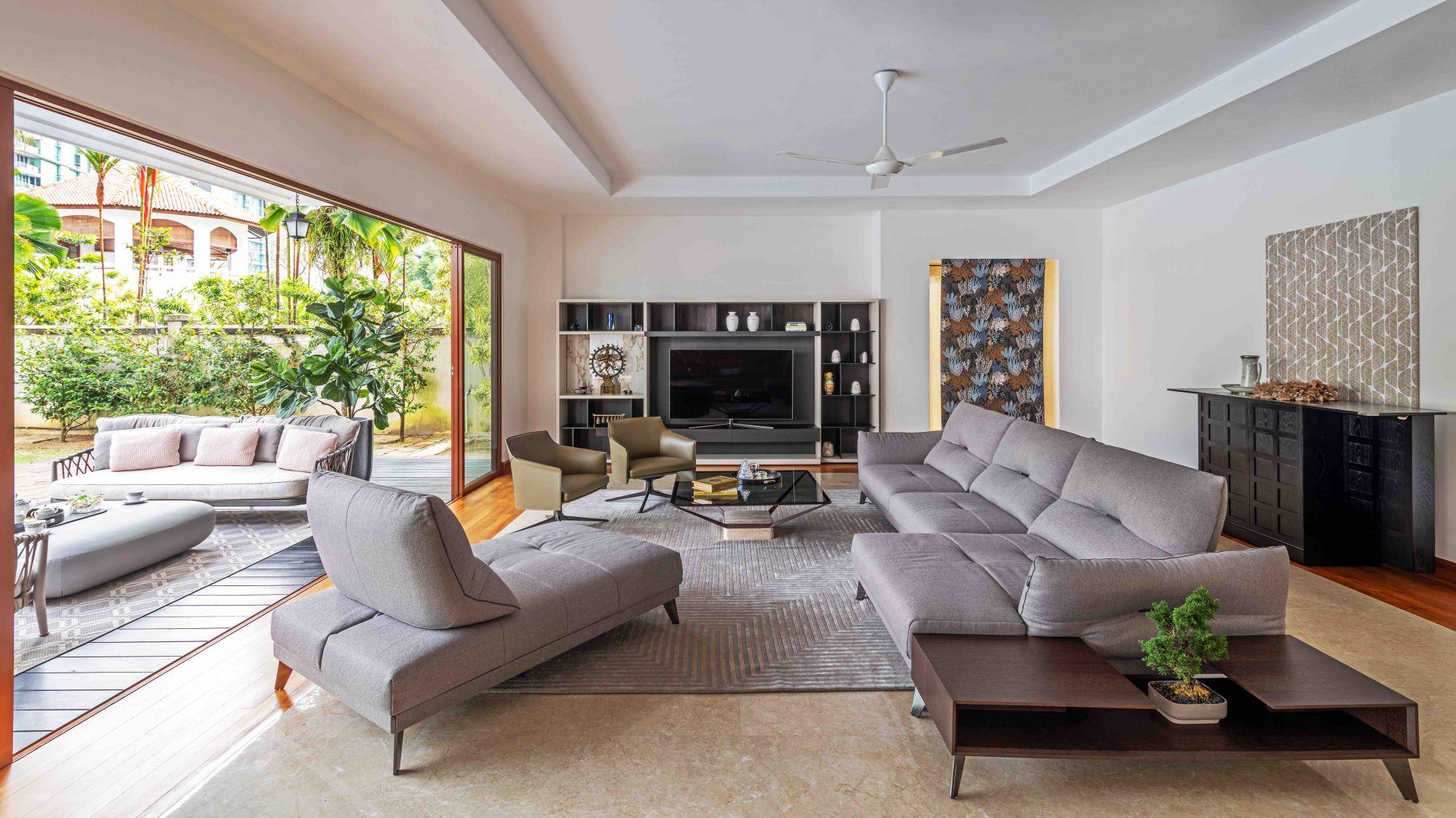 Le salon de la même maison, qui comprend également le fauteuil Poliform Stanford
