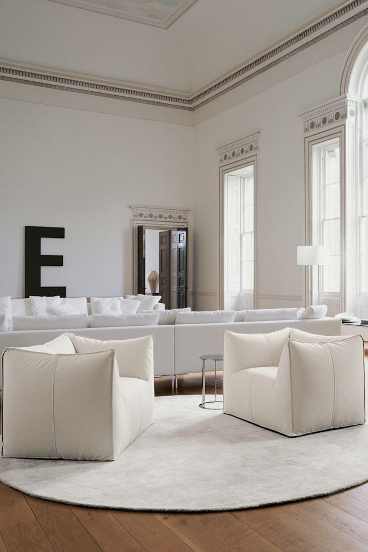 Ispirato dalle borse della spesa, Bellini ha collaborato con P&P Italia per scoprire la collezione Le Bombol.Le sedie blindate Le Bombol sono realizzate in schiuma imbottita extra morbida Immagine: Courtesy of P&P Italia