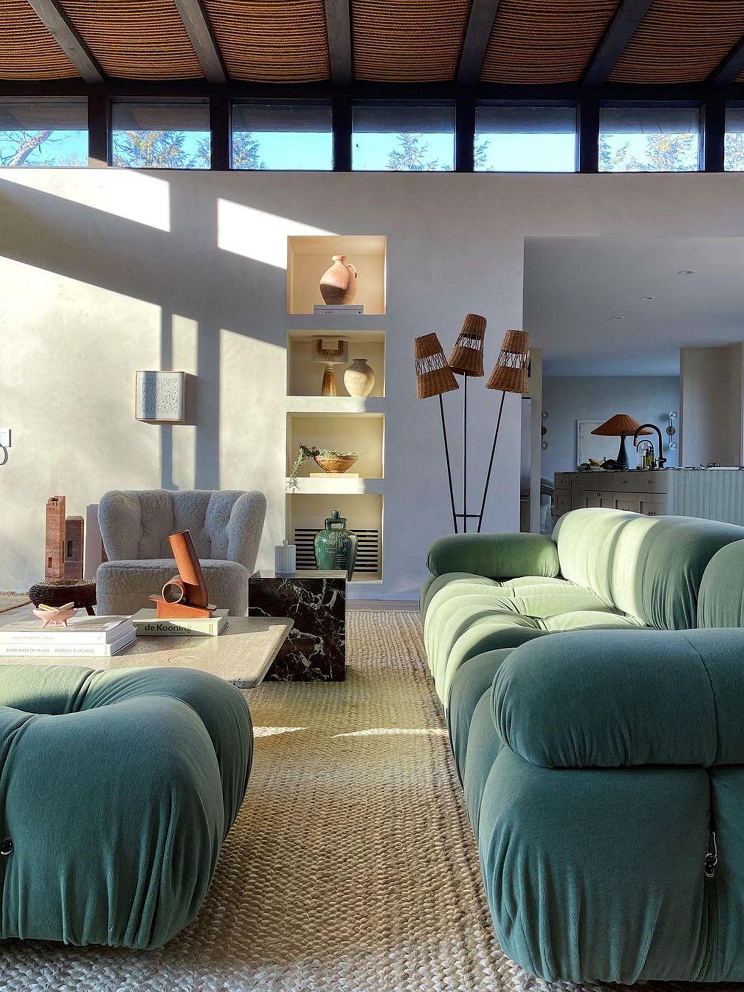 Film di Camelonda a casa della designer Athena Calderon, dove è conosciuta come una grande fan del divano per la creazione di sapori Immagine: courtesy Athena Calderon / @ Icewoon