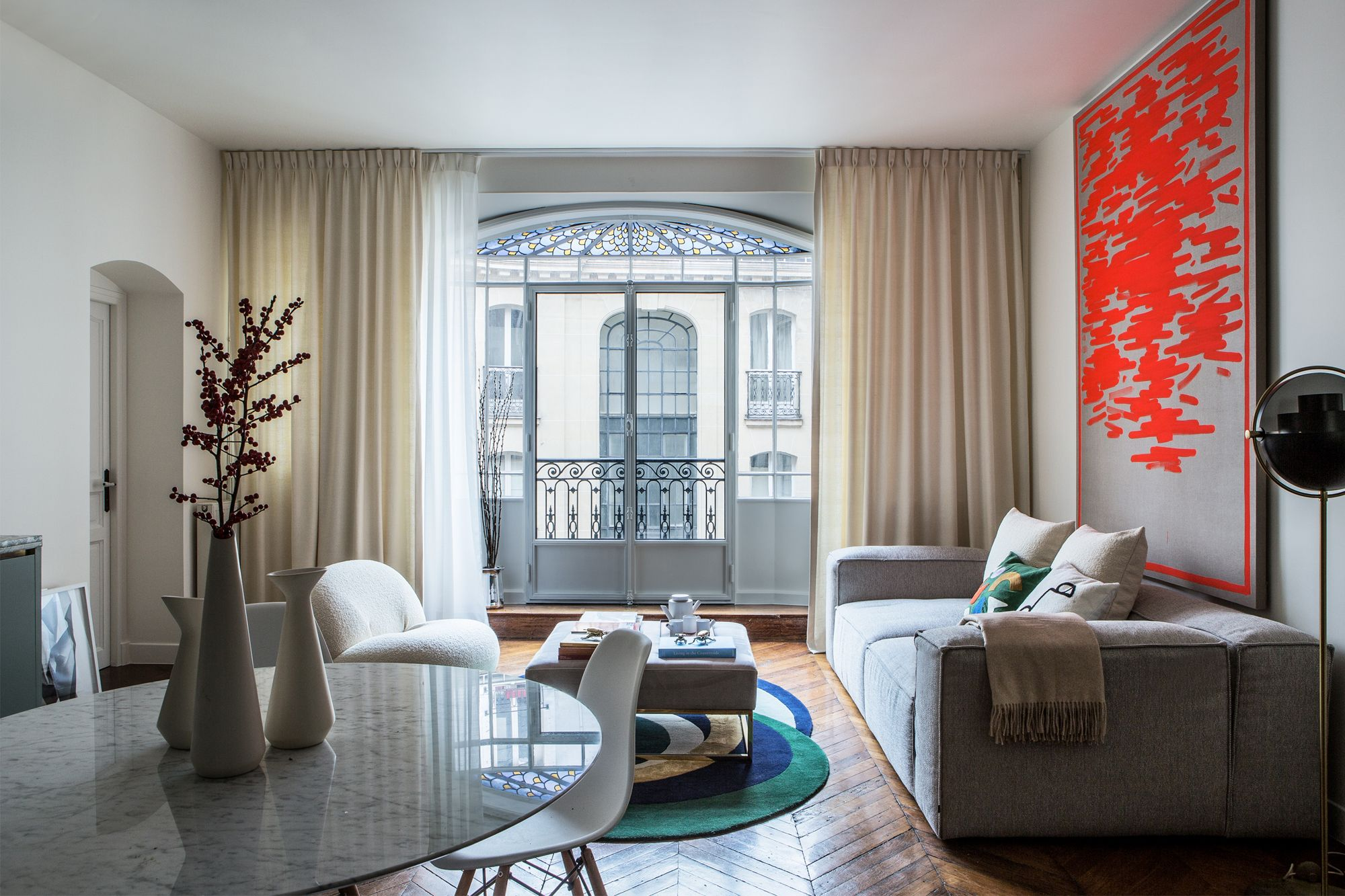 Dorothée Simon was inspired by the stylish grandeur of Jeanne Lanvin's former apartment for this pied-à-terre apartment for a young family