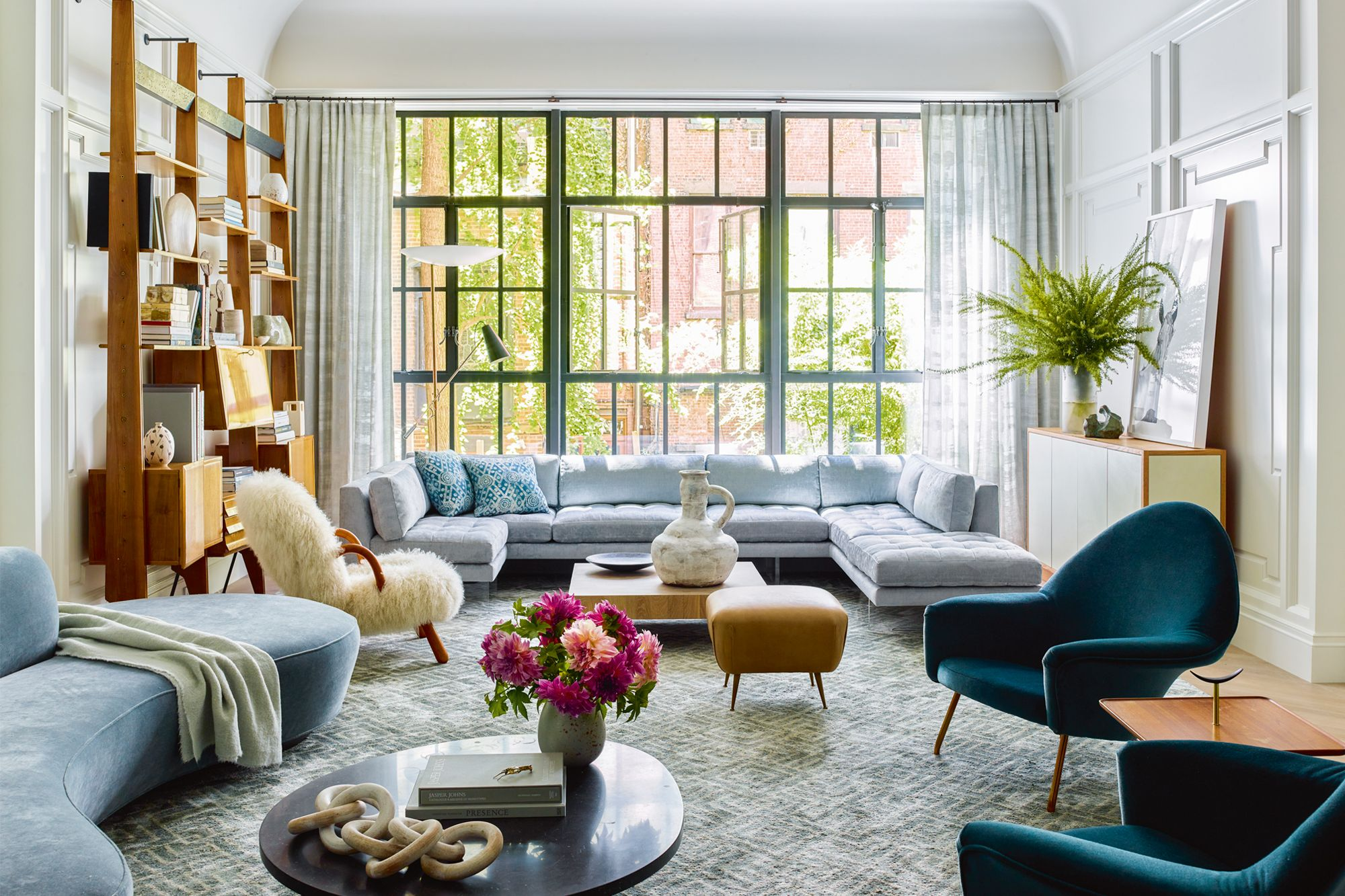 Home Tour: A Townhouse In New York With A Stylish Mix Of Vintage And Contemporary Pieces