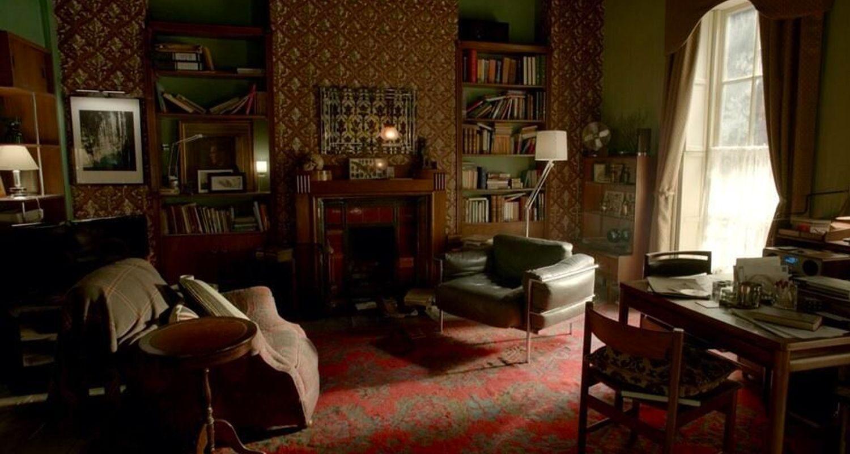Der LC3-Stuhl ist häufig auf Sherlock Holmes erschienen (Bild: Mit freundlicher Genehmigung der BBC)