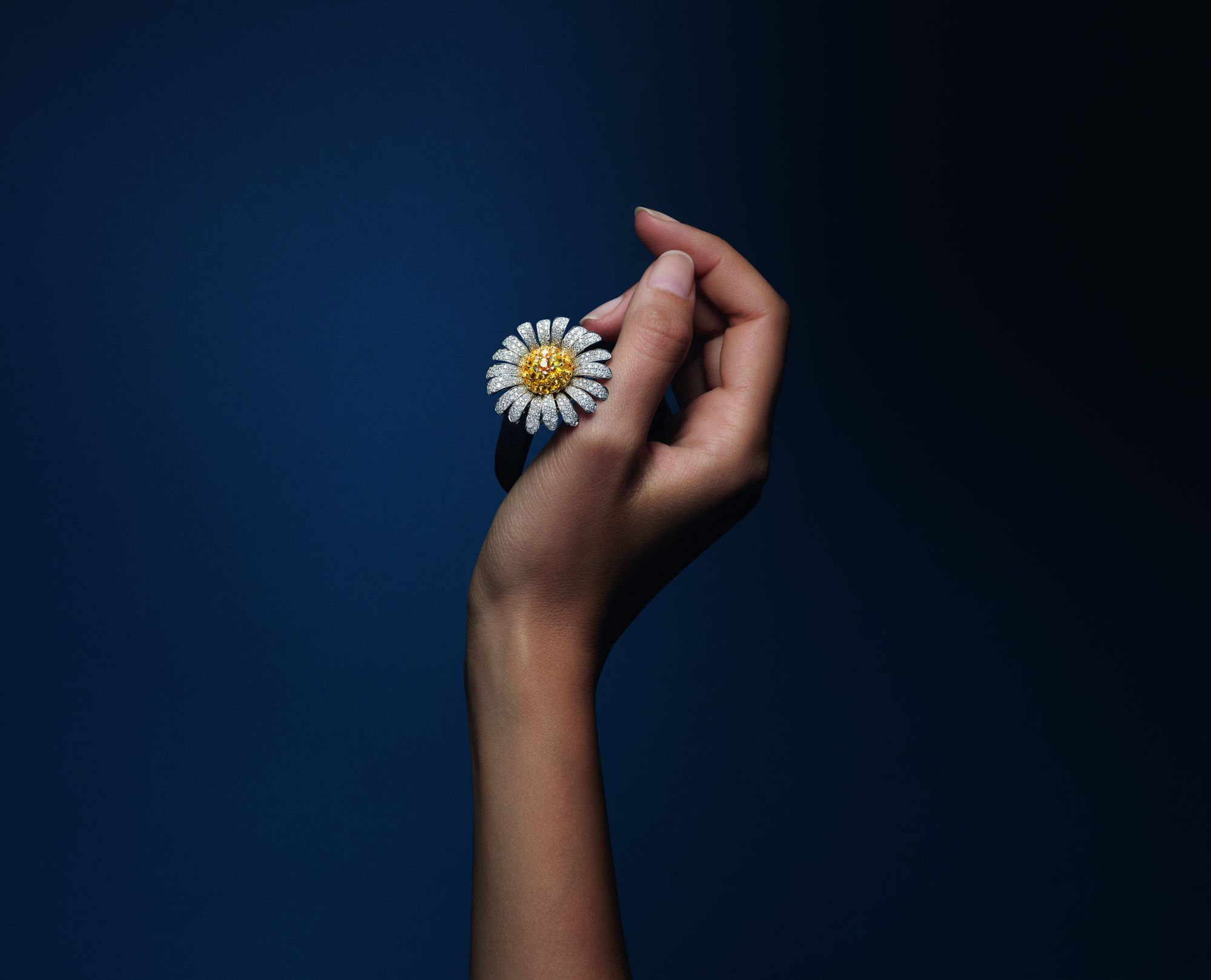 Van Cleef & Arpels Pays Hommage To The Delicate Beauty Of Flowers