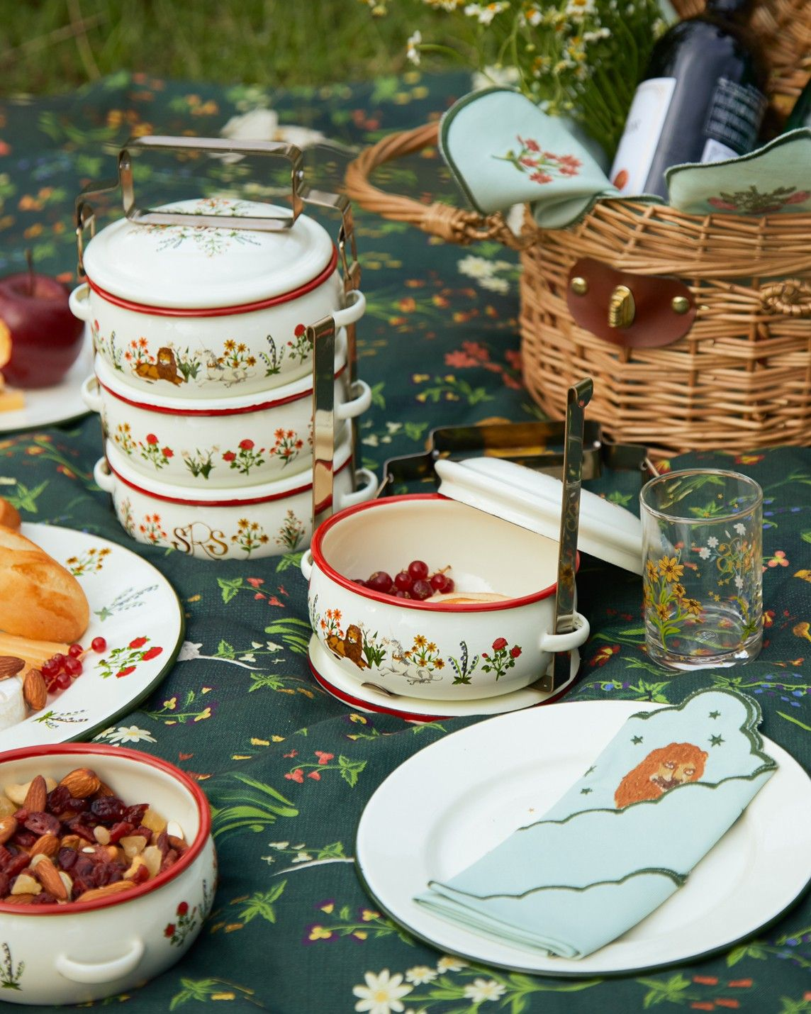 Bring The Fantasy Into Your Home With Sretsis Tableware