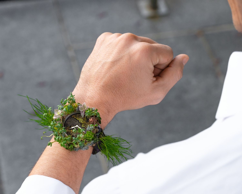 這枚腕錶會呼吸!亨利慕時再次翻轉製錶業,有生命的綠化腕錶Moser Nature Watch實踐永續精神