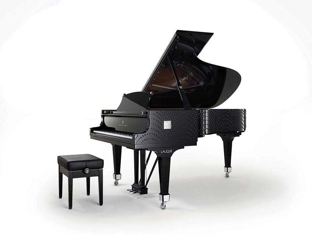 「水月玲瓏」(Masque de Femme)鋼琴不只是樂器,更是藝術。