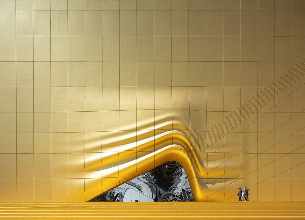 金色布幕下的狂歡!MVRDV打造扭曲歪斜的全新型態奇幻樂園就在韓國首爾
