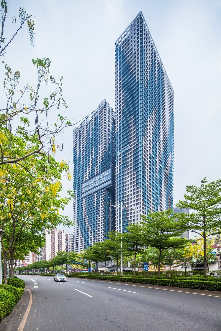 會吞吐熱氣的建築!遮陽、生態一起兼顧,溫柔綠意讓建築不再冰冷剛硬。