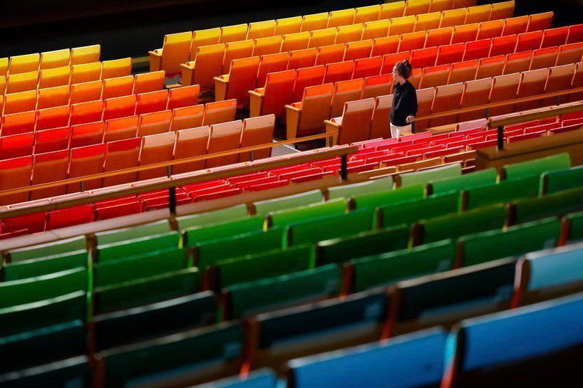 1000色拼出彩虹會堂!Emmanuelle Moureaux遇上普立茲建築師丹下健三,所迸出的繽紛彩虹