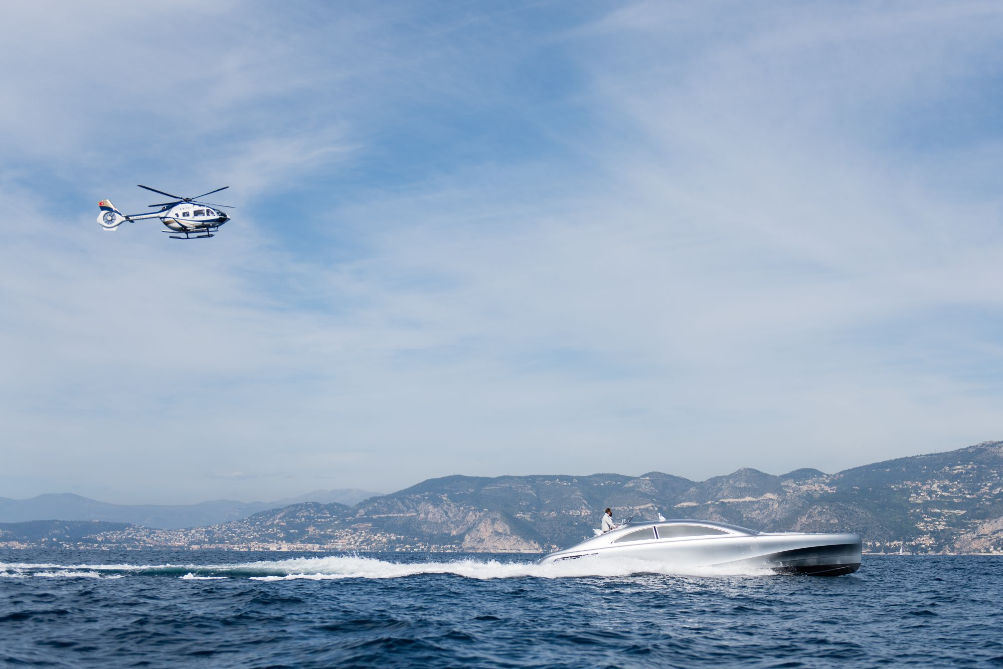 "Weltpremiere an der Côte d'Azur: Vor Nizza startete die von Mercedes-Benz Style gestaltete Luxus-Motoryacht ""Arrow460–Granturismo"" von Silver Arrows Marine auf ihre Jungfernfahrt. World premiere on the Côte d'Azur: The luxury motor yacht ""Arrow460–Granturismo"" designed by Mercedes-Benz Style and constructed by Silver Arrows Marine has embarked on its maiden voyage off the coast of Nice."