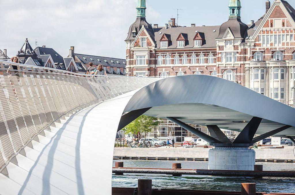 橫跨海港-市中心的自行車道與人行天橋,哥本哈根徹底打造綠色出行