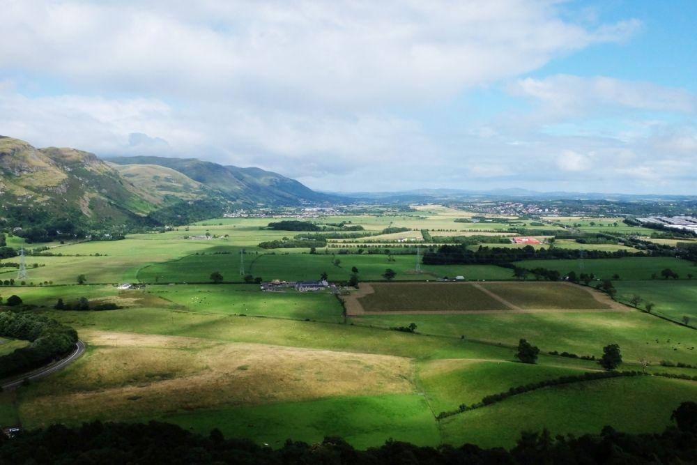 青空下的大不列顛:由英格蘭往北至蘇格蘭高地的千里長征