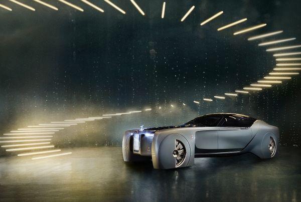 Rolls-Royce首款全電動無人駕駛車!103EX沒有方向盤,用升降樓梯上下車