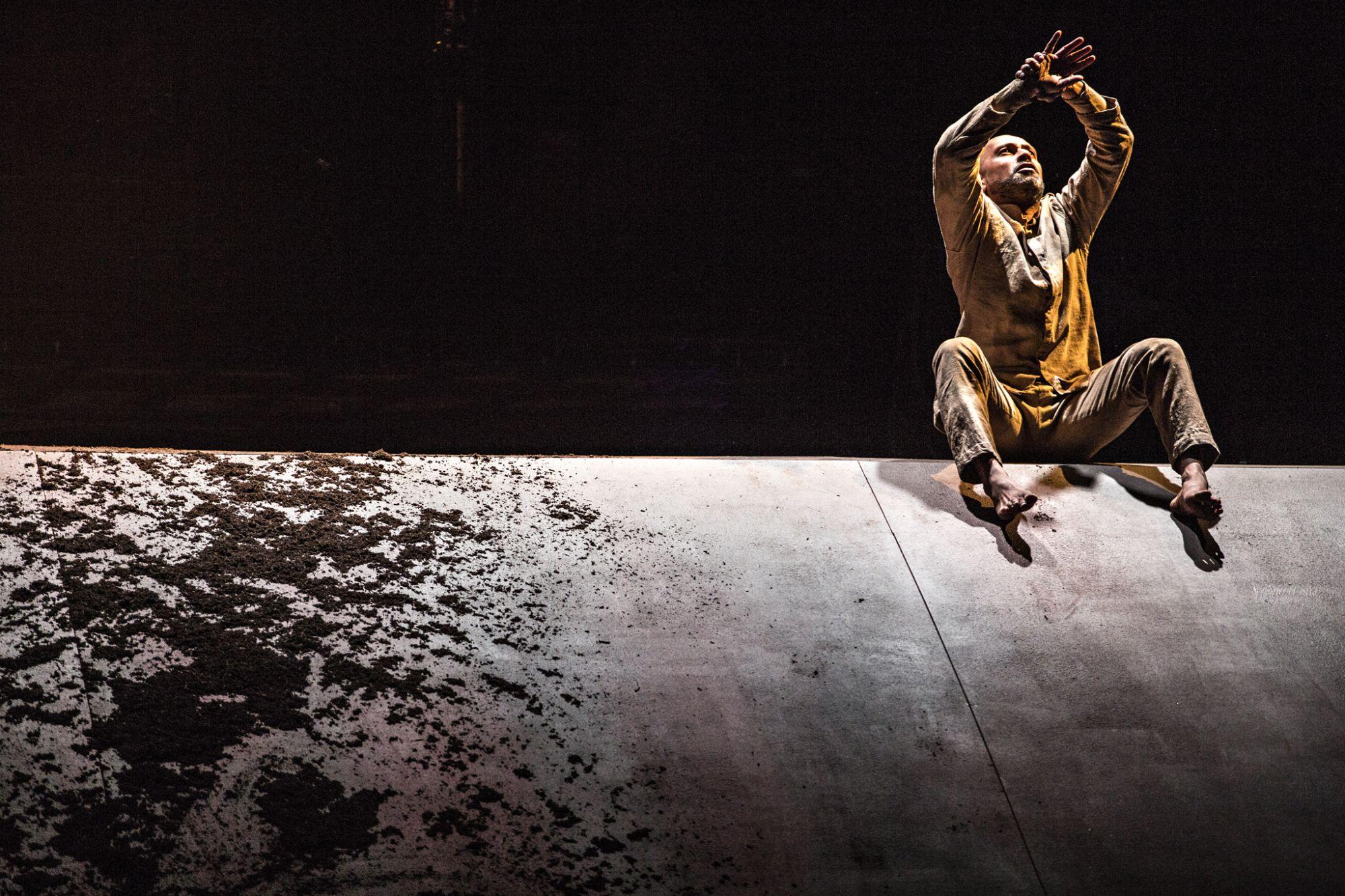 阿喀郎・汗舞團《陌生人》©Jean-Louis Fernandez014