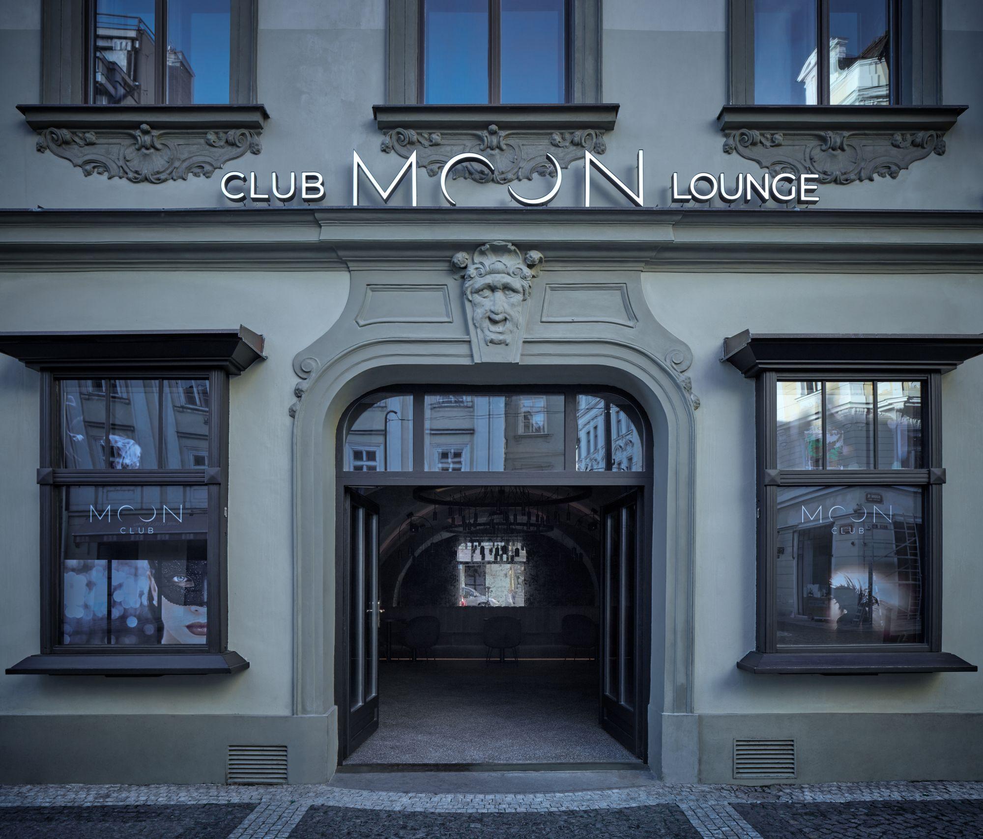 月光迤邐下的捷克酒吧!Moon Club將夜色搬到室內,打造復古與時尚並存