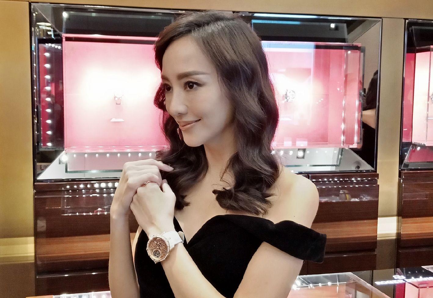 關穎不只分享腕錶收藏觀點,還把藝術品戴身上!Roger Dubuis限量腕錶讓她蠢蠢欲動