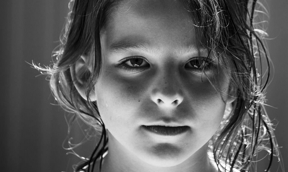 被「暗網」窺屏的孩子:他們雖然精通科技,卻無法彌補發展中大腦所欠缺的成熟度和生命經驗