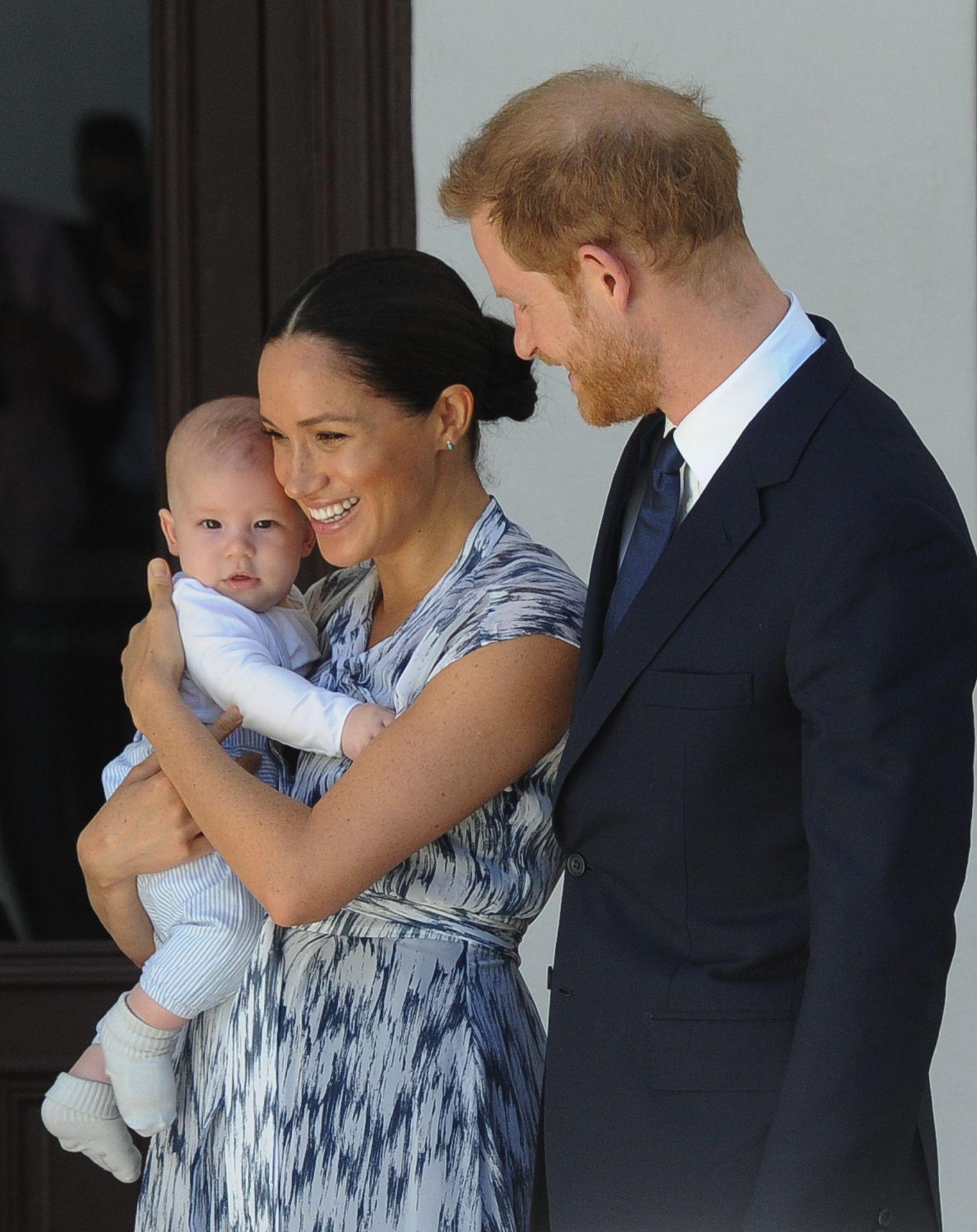 哈利王子、梅根確定喪失皇室頭銜!白金漢宮最新聲明:「正式退出皇家職務。」